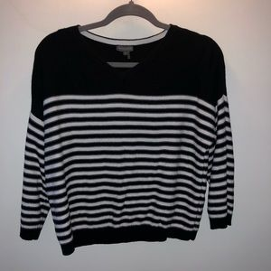 Vince camuto vneck cropped sweater